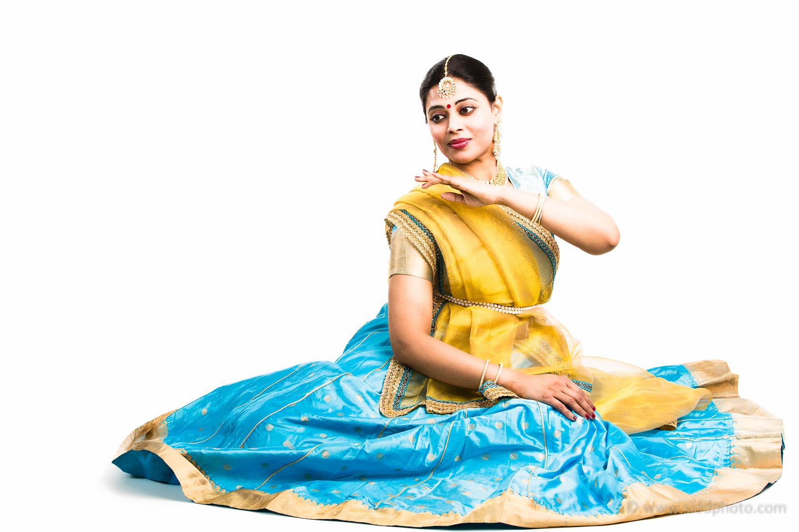2012-04-21 - Antara Dutta Katthak Photoshoot - EO5C9684-01