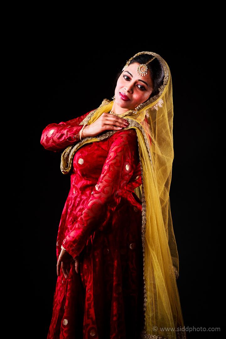 2012-04-21 - Antara Dutta Katthak Photoshoot - EO5C9842-03