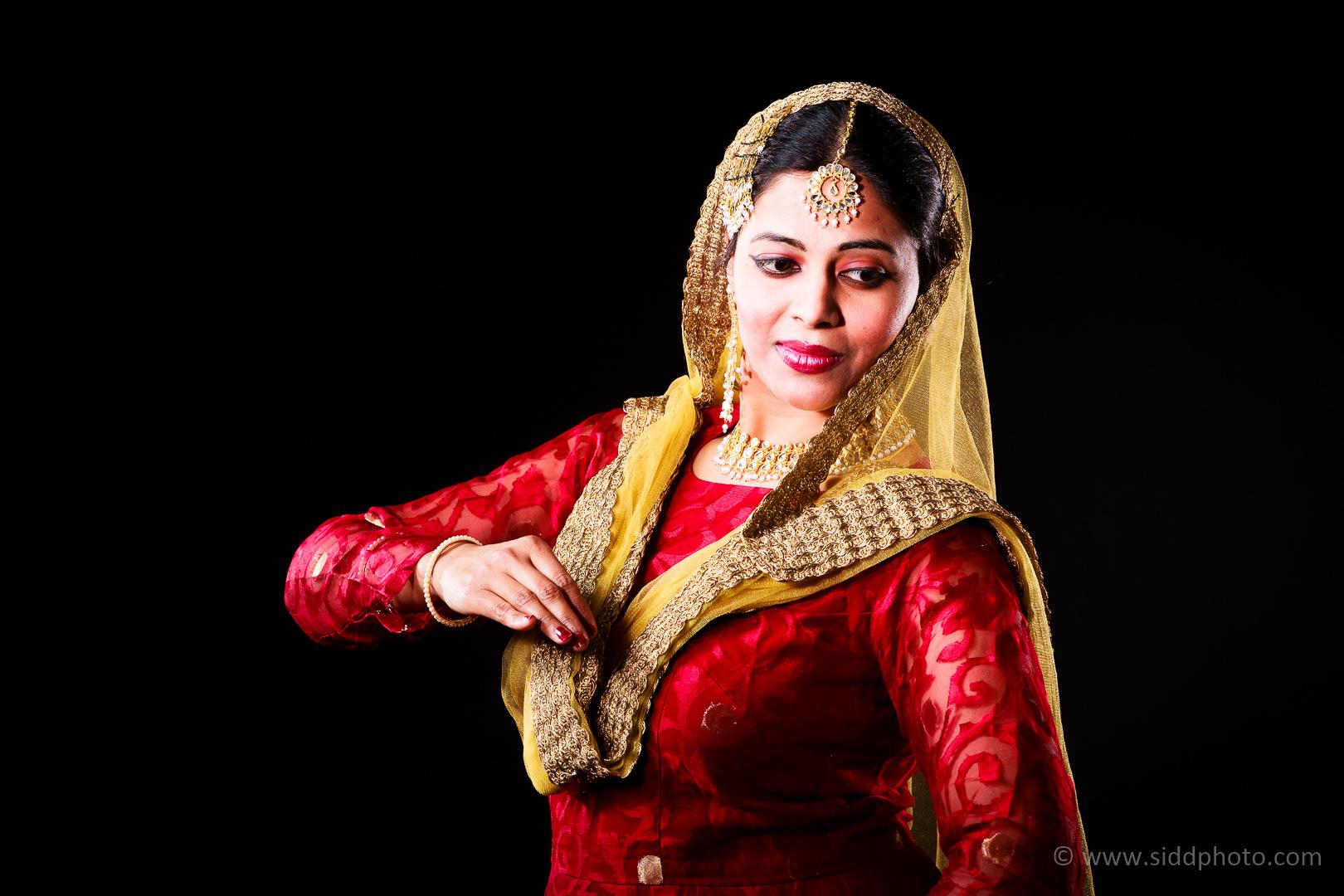 2012-04-21 - Antara Dutta Katthak Photoshoot - EO5C9852-05